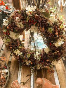 Větší věnec v podzimních barvách - Květinářství GALERIE Brno