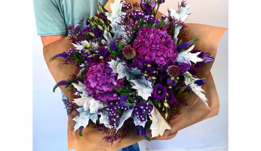 Velká kytice (drží florista Tom)