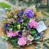 Vícebarevná kytice s dominancí růžových a fialových květů