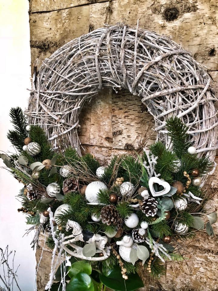 Veliký podzimní/vánoční věnec na dveře