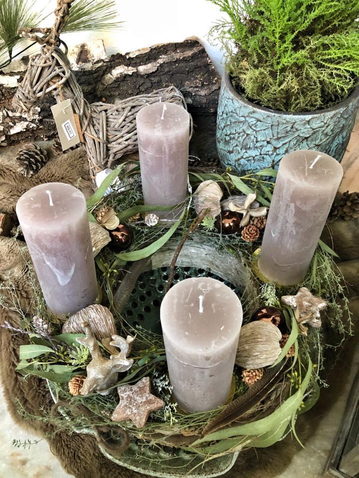 Ručně zdobený adventní věnec s kvalitnými svíčkami a interierové dekorace - 2