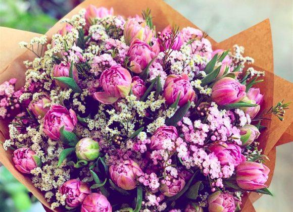 Hledáte jarní kytice k narozeninám? Vsaďte na tulipány.