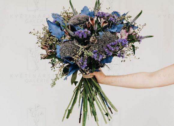 Kytice ve fialových odstínech