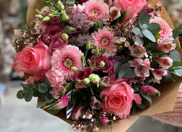 Kytice v růžových odstínech