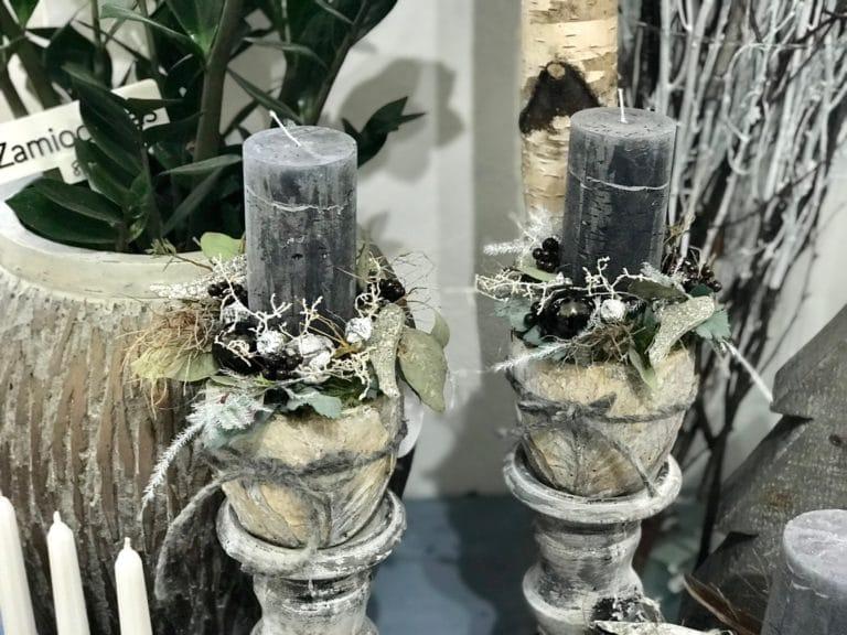 Vánoční svícny v keramickém obalu.