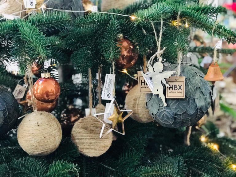 Přírodní vánoční ozdoby na vánoční stromek.