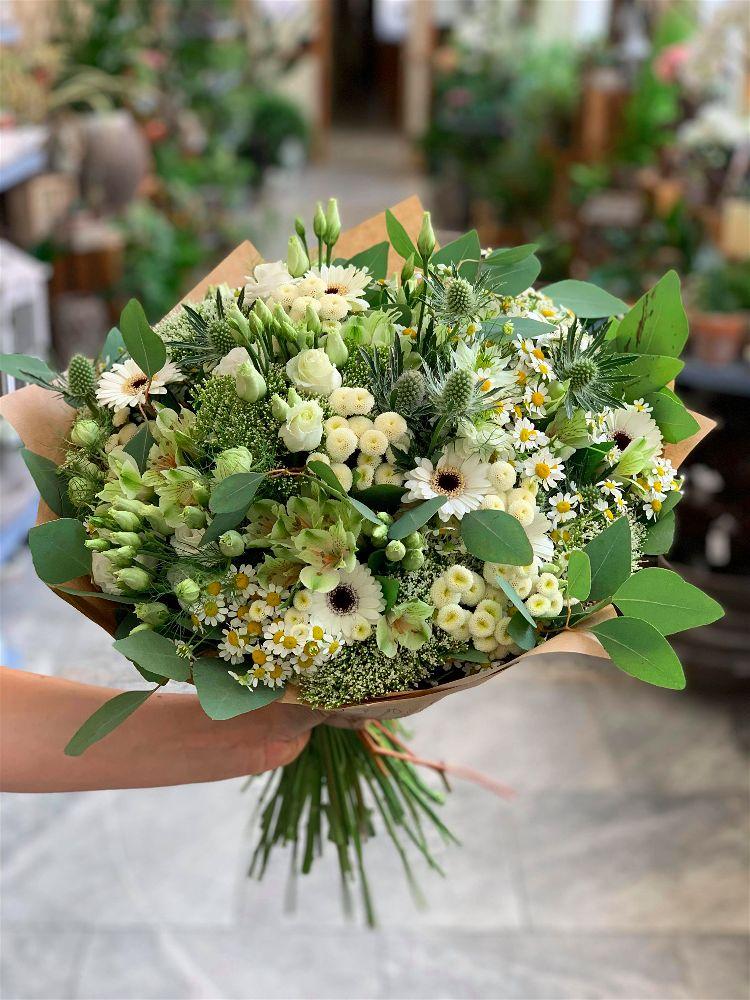 Kytice na promoce by měly být výjimečné. Vyberte snámi ty správné květiny.