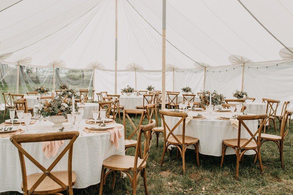 Svatba v přírodě pod šapitó
