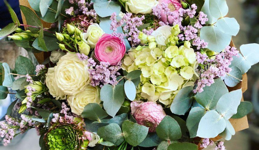 Vícebarevná sezónní kytice z Květinářství GALERIE Brno